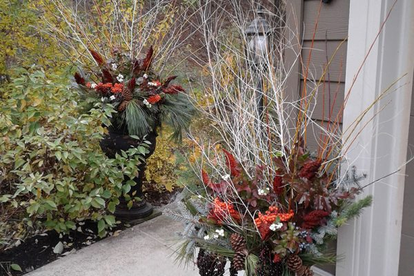 Moss-Baskets-&-Custom-Seasonal-Containers11